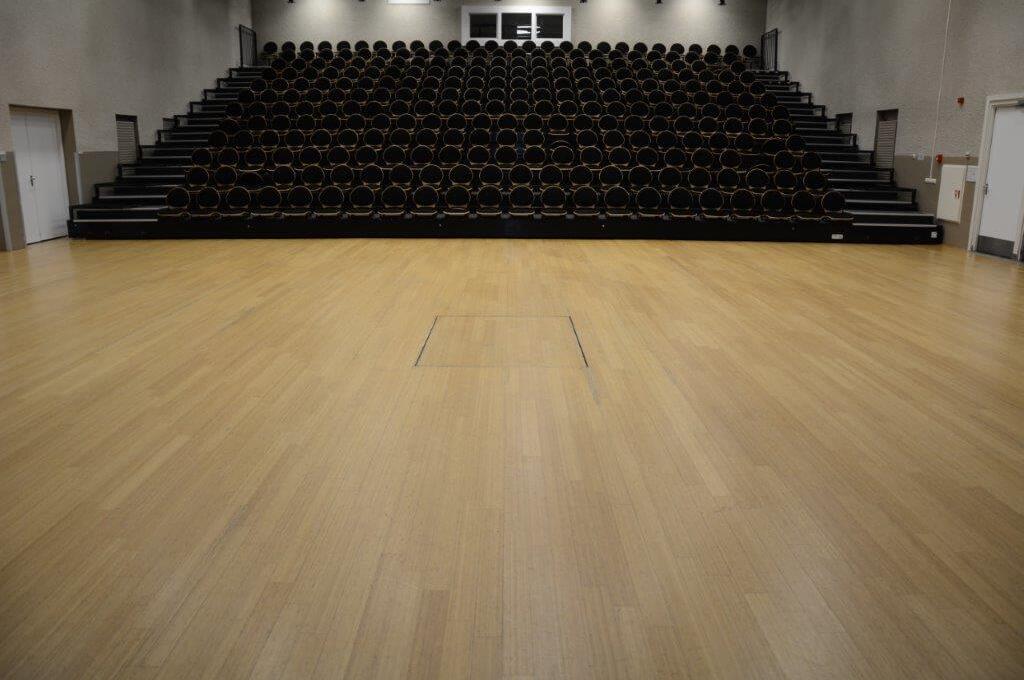Vooraanzicht tribune theaterzaal - MFC Kloosterhof